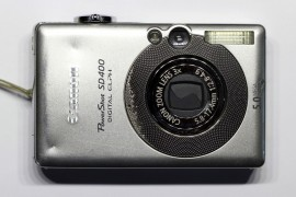 Canon PowerShot SD400: Front